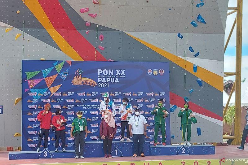 Pasangan atlet panjat tebing Papua terima medali emas di PON XX