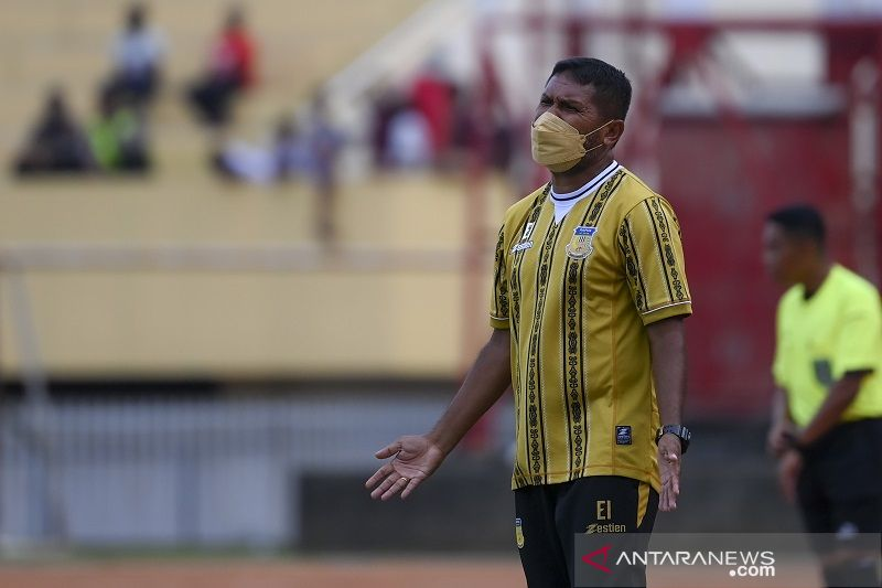 Pelatih sepak bola putra Papua akui peran besar Ricky Ricardo thumbnail