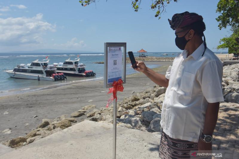 Penerapan aplikasi PeduliLindungi di Pantai Sanur
