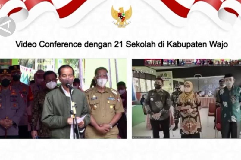 Presiden Jokowi tinjau pelaksanaan vaksinasi pelajar di Kabupaten Wajo