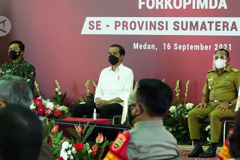 Jokowi tegaskan kepala daerah harus aktif pantau data COVID-19