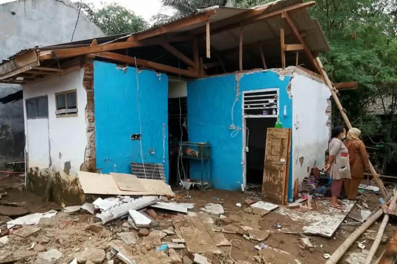 Banjir bandang rusak 14 rumah di Pandeglang