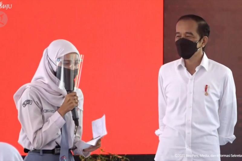 Pelajar divaksinasi dosis satu, Presiden izinkan PTM sesuai level PPKM