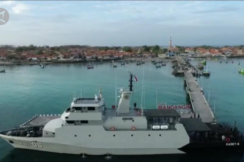 Vaksinasi masyarakat maritim di Pulau Mandangin