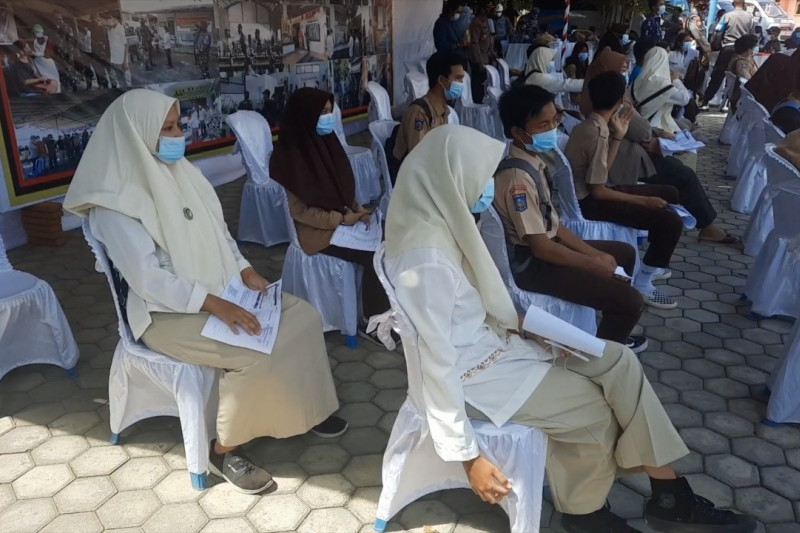 Panglima TNI dan Kapolri tinjau vaksinasi pelajar di NTB