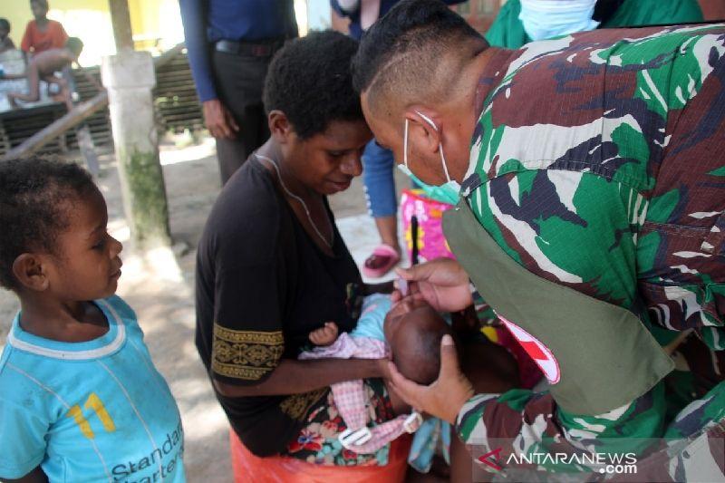 Satgas TMMD Kodim Merauke beri layanan Posyandu warga kampung Okor Mappi