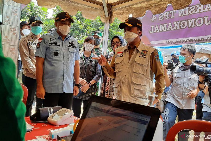 Dirjen Bina Pemdes apresiasi gerai vaksin di Pilkades Tangerang thumbnail