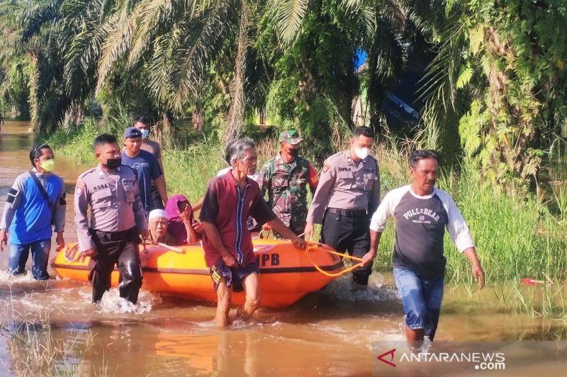 77 korban banjir di Kabupaten PPU telah mengungsi thumbnail