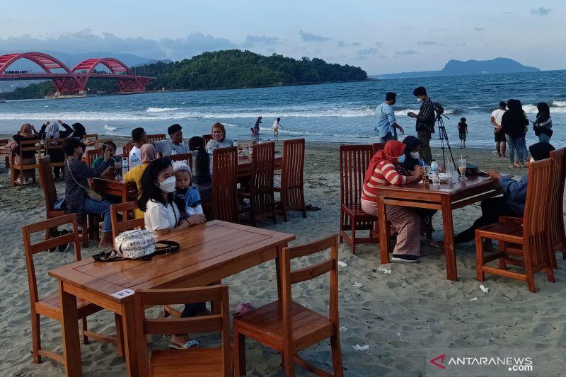 Restoran di Pantai Holtekamp stop orderan padahal baru tiga jam buka thumbnail