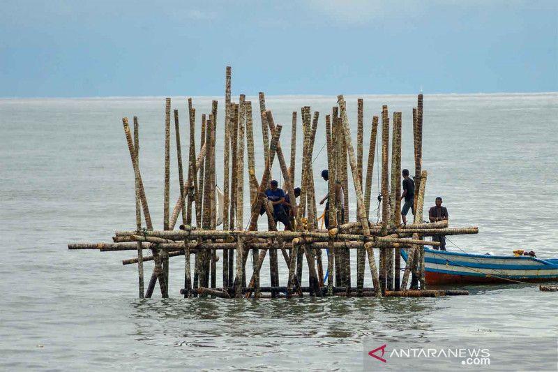 Pembangunan rambu suar Muara Pantai Padang thumbnail