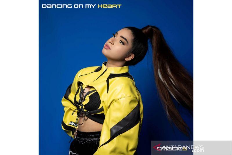 "Cmagic5 ajak pendengar berdansa lewat single ""Dancing On My Heart"" thumbnail"