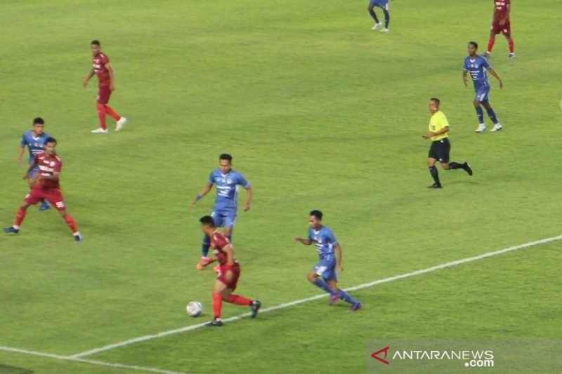 PSIM berhasil tahan imbang Persis Solo 0-0 thumbnail