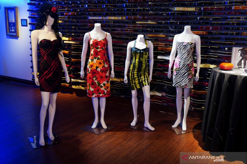 Daftar barang Amy Winehouse yang dilelang untuk umum thumbnail