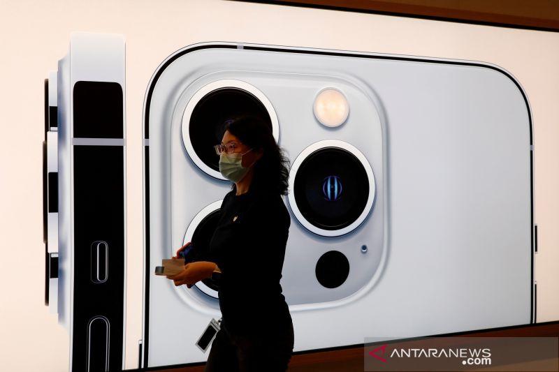 """Apple akan pangkas produksi iPhone 13 karena krisis """"chip"""" thumbnail"""