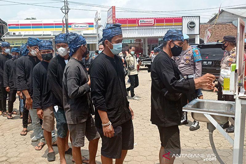 100 warga Badui siap divaksinasi percepat kekebalan komunal thumbnail