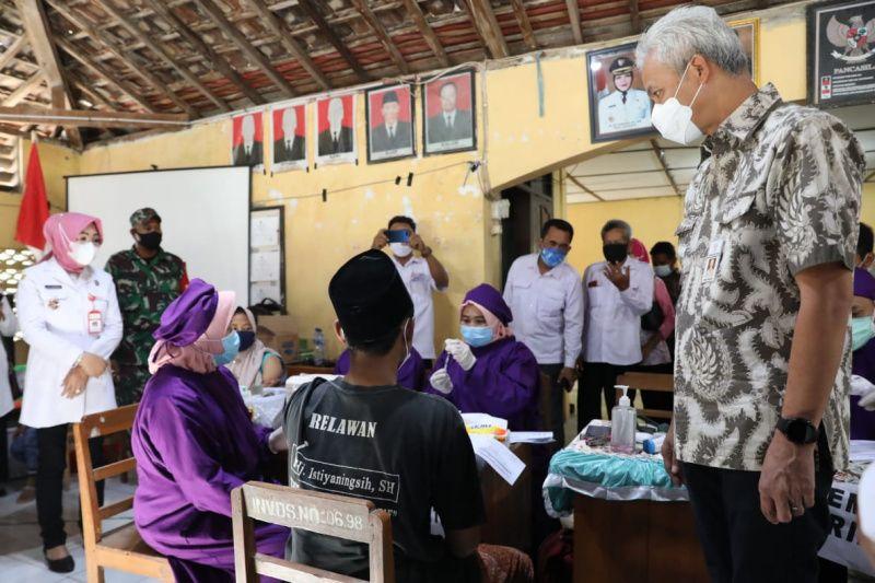 Ganjar pantau langsung percepatan vaksinasi di Grobogan thumbnail