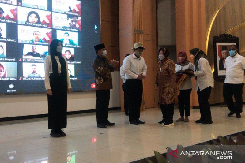 Risma ajak Pejuang Muda selesaikan masalah kemiskinan Indonesia thumbnail