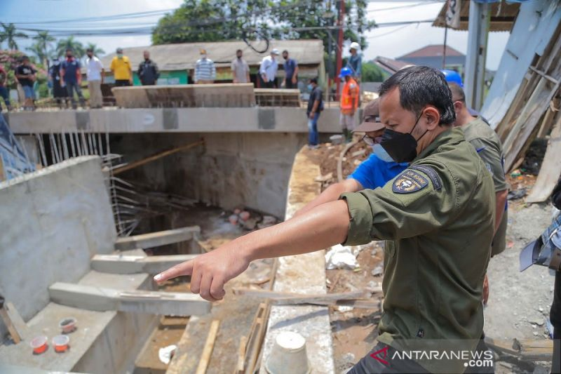 Bupati Bogor: Jembatan Kampung Situ Asem rampung akhir Oktober thumbnail