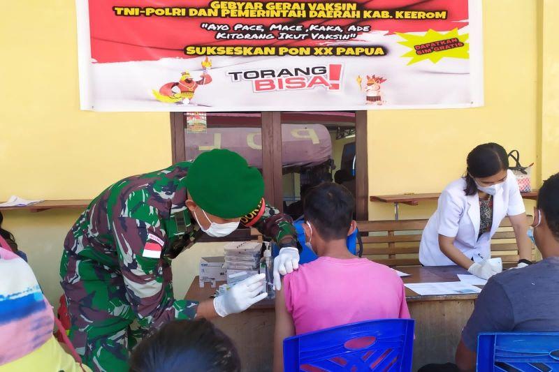 Satgas TNI berikan layanan vaksinasi untuk warga perbatasan RI-PNG