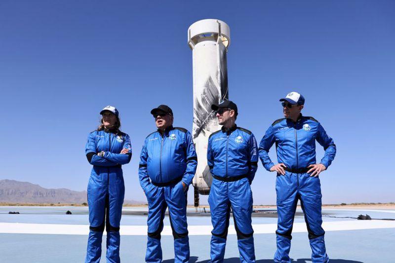 William Shatner jadi penjelajah ruang angkasa tertua di dunia thumbnail