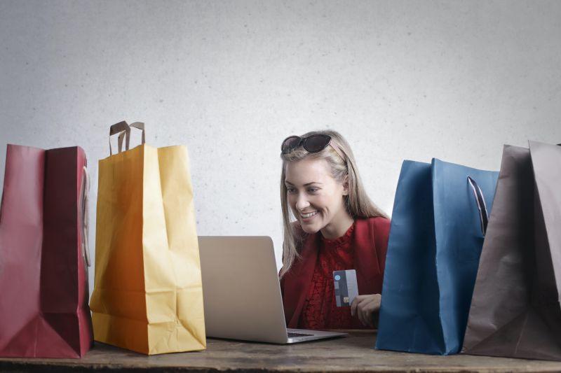 """Survei Markplus: Produk fesyen lokal jadi favorit di """"e-commerce"""" thumbnail"""