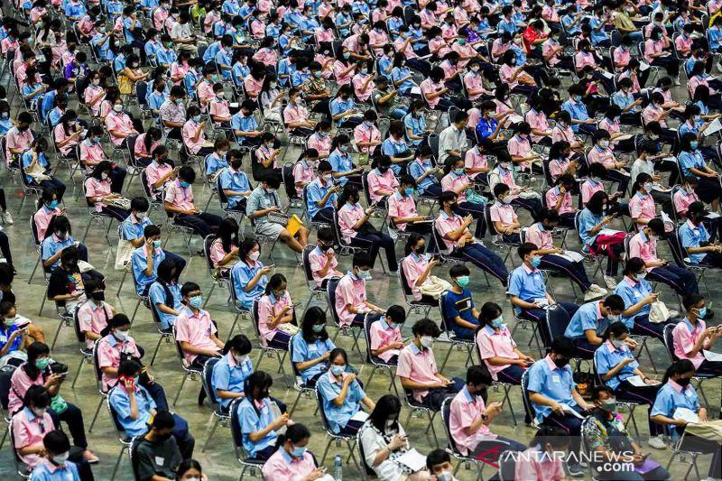 Vaksinasi COVID-19 bagi pelajar Thailand sebelum sekolah tatap muka dimulai thumbnail