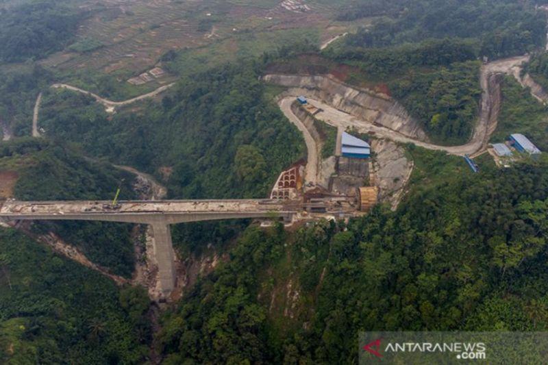Pembangunan Kereta Cepat Jakarta-Bandung sudah 79 persen thumbnail
