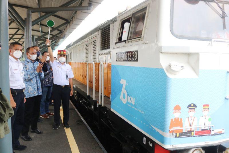 KAI dan Semen Indonesia Group luncurkan KA Angkutan Semen 400 Ton thumbnail