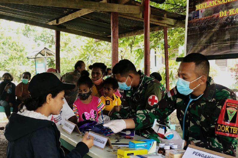 Satgas TNI Yonif 403 beri layanan kesehatan untuk warga perbatasan RI-PNG