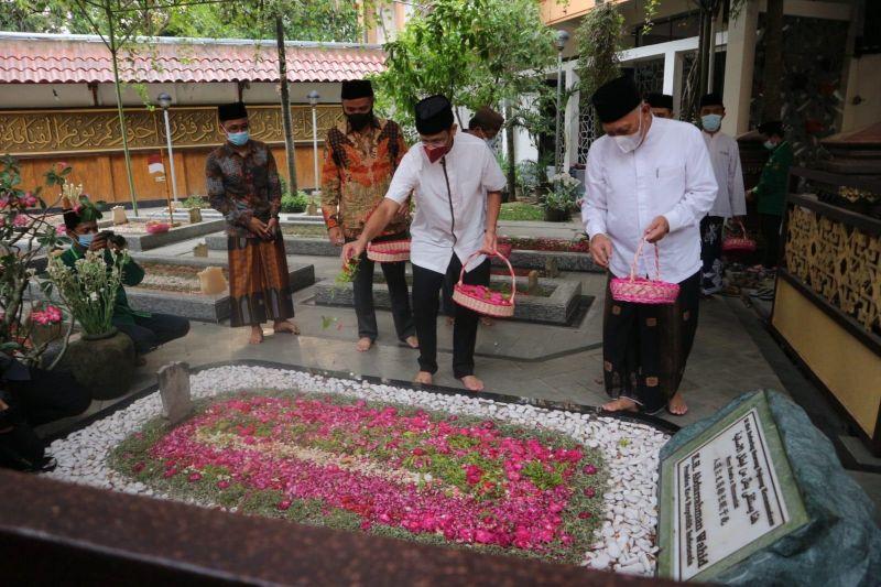 Bupati sebut Menteri Nadiem minta PTM di Jombang tidak dibatasi thumbnail