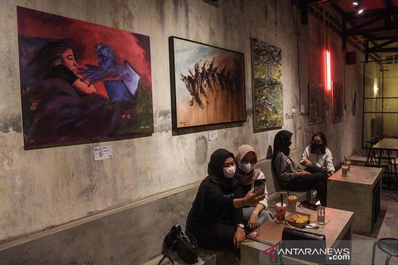 Pameran seni rupa di kedai kopi thumbnail