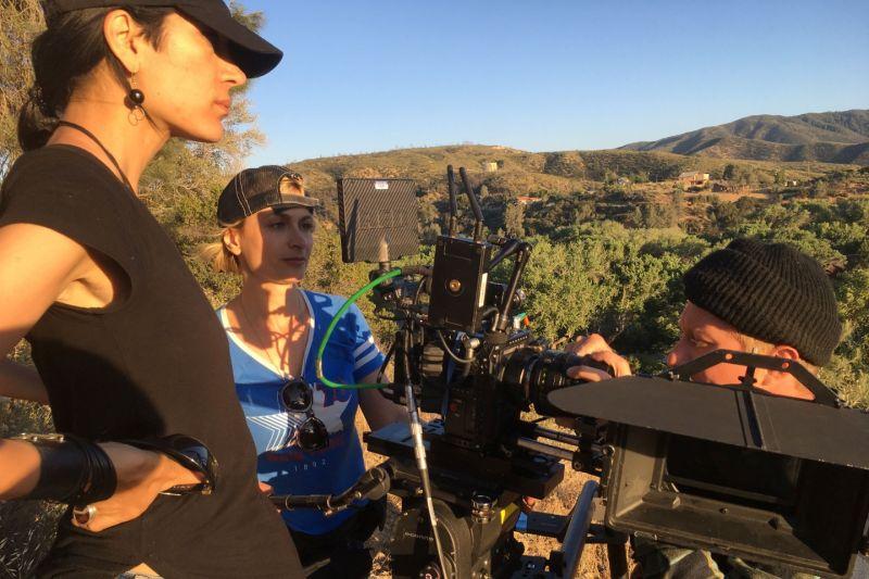 """Sutradara berduka atas kematian sinematografer di lokasi film """"Rust"""" thumbnail"""