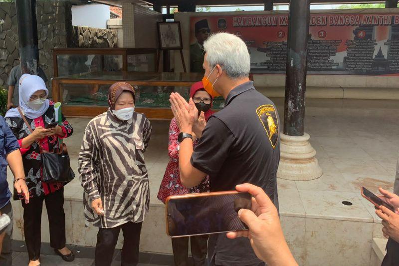 Ganjar Pranowo ziarah ke Makam Bung Karno di Blitar thumbnail
