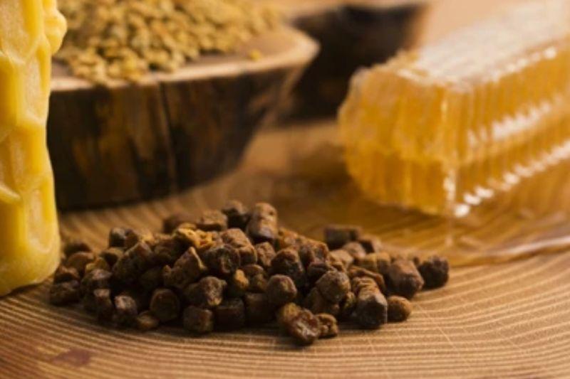 Mengenal propolis lebah, nutrisi dan manfaat bagi kesehatan thumbnail