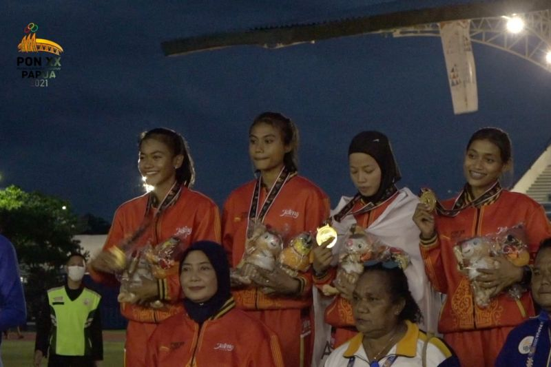 Medali emas estafet 4 x 400 meter putri jadi milik Jateng thumbnail