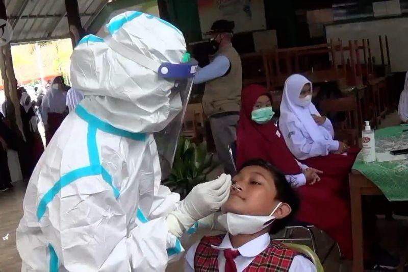 Kasus COVID-19 di sekolah meningkat, Pemkot Bandung perluas pelacakan thumbnail