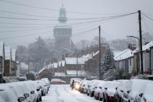 Salju sebabkan penutupan sekolah, penundaan penerbangan di Inggris
