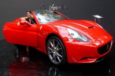 Pemilik Ferrari gelar baksos di Bandung