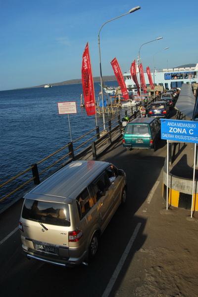 Antrean kendaraan di Pelabuhan Ketapang capai 8 Km