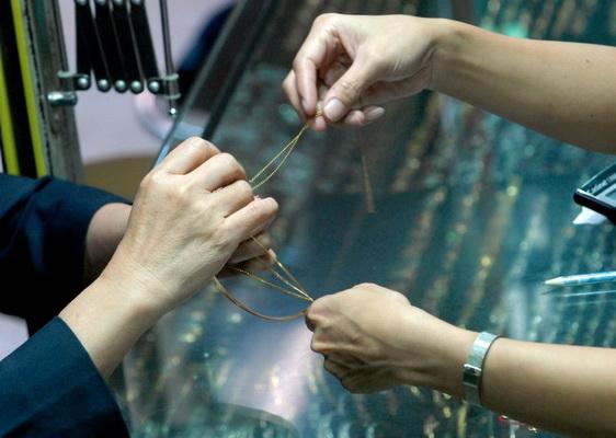 Dua wanita penggadai emas palsu diamankan