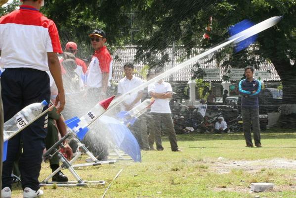 Jawa Tengah gelar kompetisi roket air