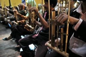 Mahasiswa musikologi Poitiers Prancis antusias belajar angklung