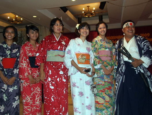 cultural globalisation through japanese culture Cultural identity and cultural the issue of cultural identity through the traditional culture and contemporary culture, owing to the influence of japanese.