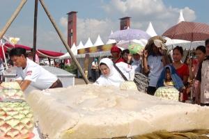 Bisnis pempek dalam jaringan PT Pos Indonesia tumbuh pesat