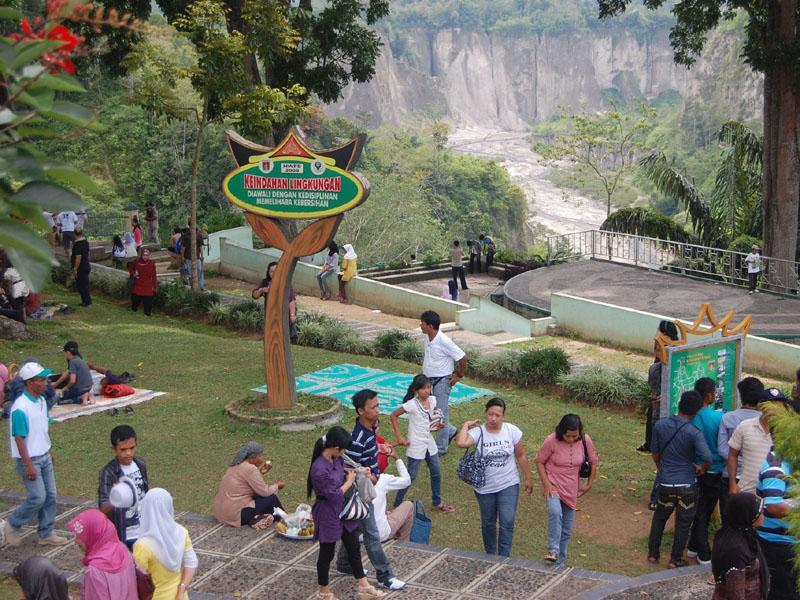 Bukittinggi target tidak buang sampah ke Ngarai 2013
