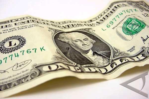 Dolar AS melonjak karena pasar Spanyol berguncang