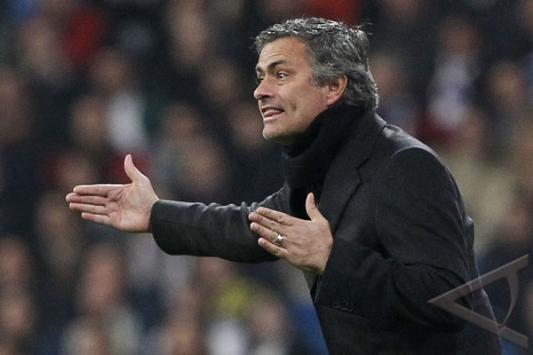 Mourinho melenggang, Barcelona meradang