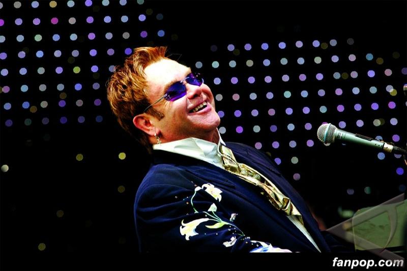 Elton John desak Ukraina berhenti aniaya kaum gay