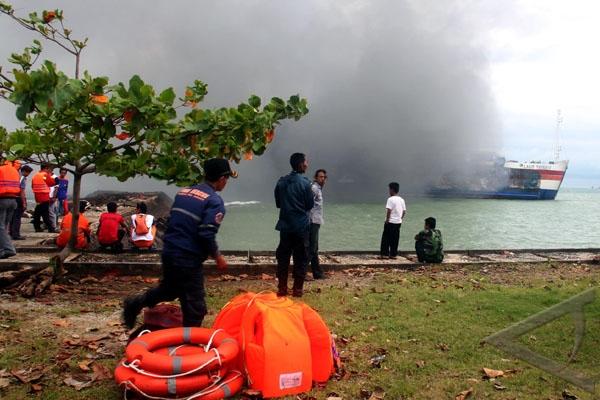 Kapal Ferry Penyeberangan Merak-Bakauheni Terbakar