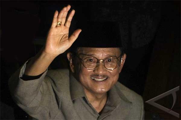 160 Menit Habibie Layani Tandatangan di Makassar - ANTARA News
